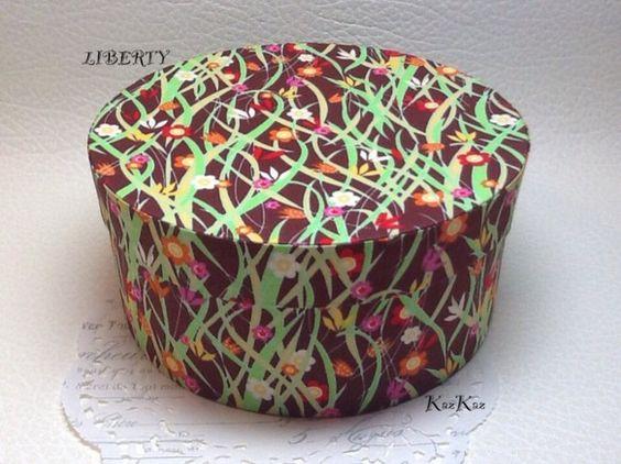 リバティプリントで作った布箱です。※内側はスキバルテック(特殊加工紙)を使用しています。少し大きめで存在感もあり、飾っておくだけでも可愛いです♡内側のサイズ....|ハンドメイド、手作り、手仕事品の通販・販売・購入ならCreema。
