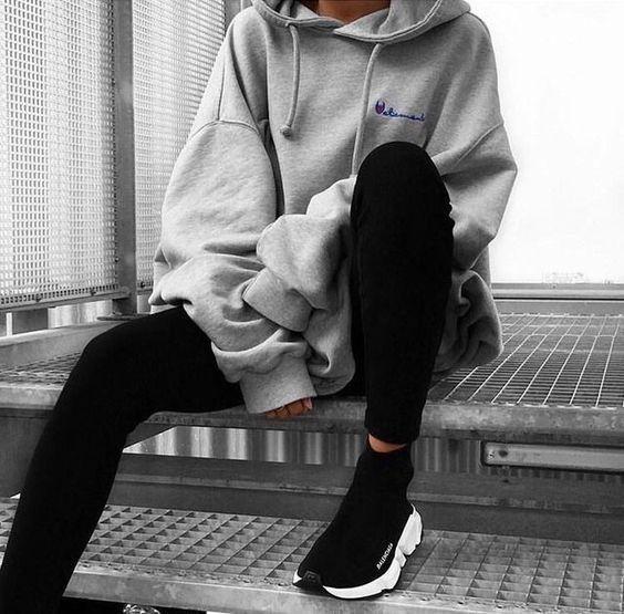 Balenciaga sneakers, hoodie, champion oversized hoodie, black leggings,  streetstyle blogger | Ținută casual, Modă adolescenți, Ținute casual