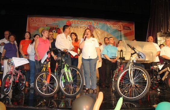 Festeja Sección 21 del SNTE a los hijos de los Trabajadores de la Educación en el Parque Plaza Sésamo.