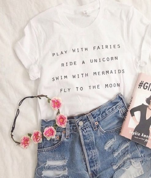 Flower crown. Outfit so in love with this. I just love white shirts with black letters lol If anyone knows where i can get that shirt please tell me:)!