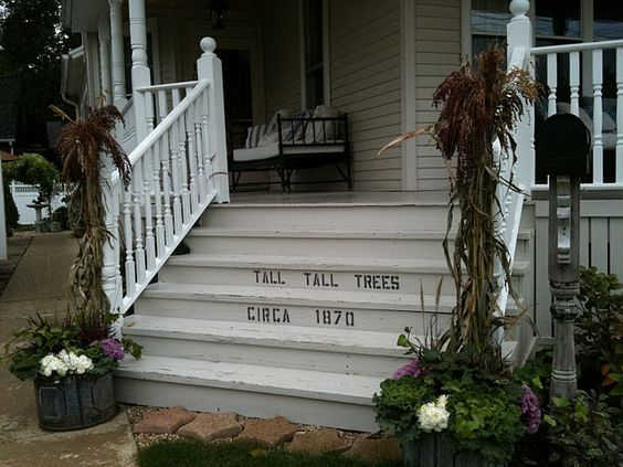 Love Savvy City Farmer's porch ! Here it is decked out for fall.