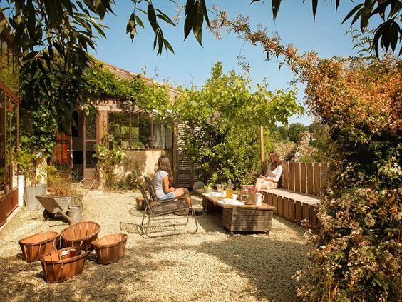 Querido Refúgio - Decoração: Pátios e quintais encantadores e com pedra brita