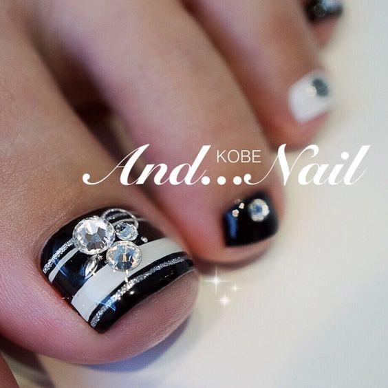 Black-White Striped Toe nails