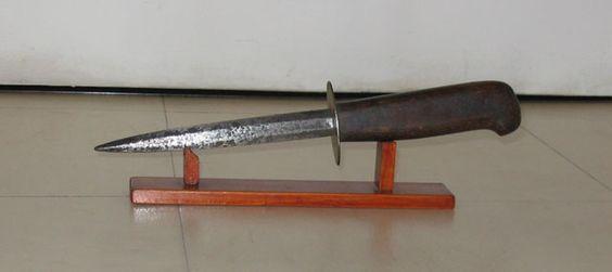 http://vestiges.1914.1918.free.fr/forum8.jpg couteau français des Nettoyeurs de tranchées