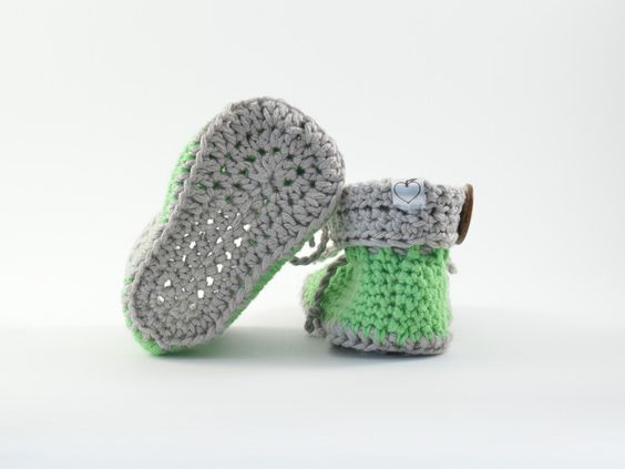 süsse grüne Baby Booties by from mela with love