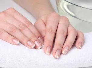 De beaux ongles blancs et solides sans passer par la manucure ? C'est possible, en suivant cette recette !