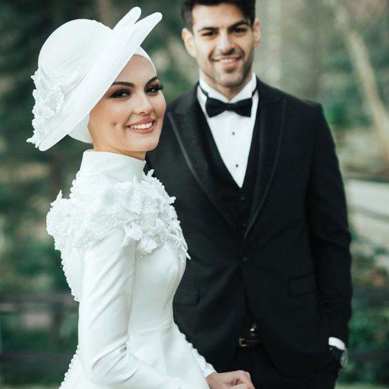 صورعرايس زفاف خلفيات عرايس رمزيات عرايس اجمل الصور للعرائس المحجبات اجمل الصور عرايس محجبات جديدة In 2021 Wedding Dresses Wedding Sneaker Wedding Shoe