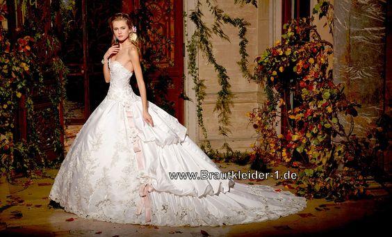 Und Schleppe Atemberaubendes Brautkleid mit Schleppe Spitze und Blumen | Hochzeits-Ideen