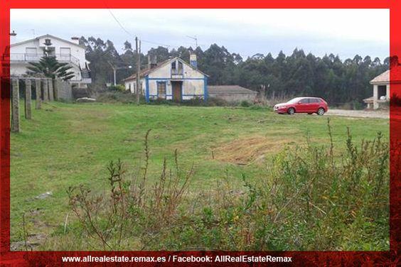 Parcela en Pontevedra, Sanxenxo, Noalla, de 1330 m2 con casa para reformar o si se prefiere construir una nueva vivienda.  Remax All Real Estate https://www.facebook.com/AllRealEstateRemax