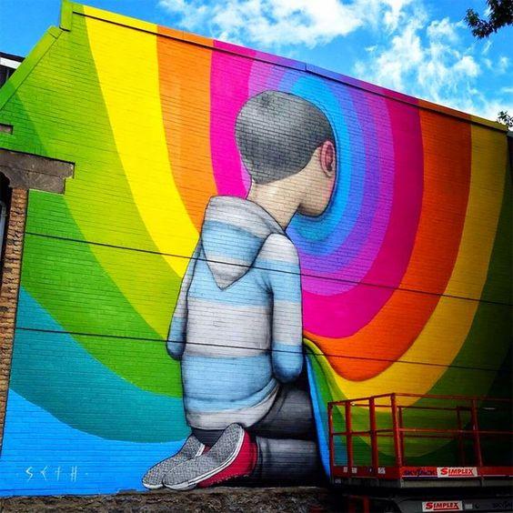 Seth Globepainter cria retratos de crianças envolvidas em uma explosão de cores, interagindo com a paisagem e com personagens reais do cotidiano urbano.