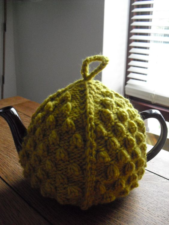Free Knitting Patterns Flowers : From a vintage tea cosy pattern Tea Cosies Pinterest Vintage, Tea cosie...