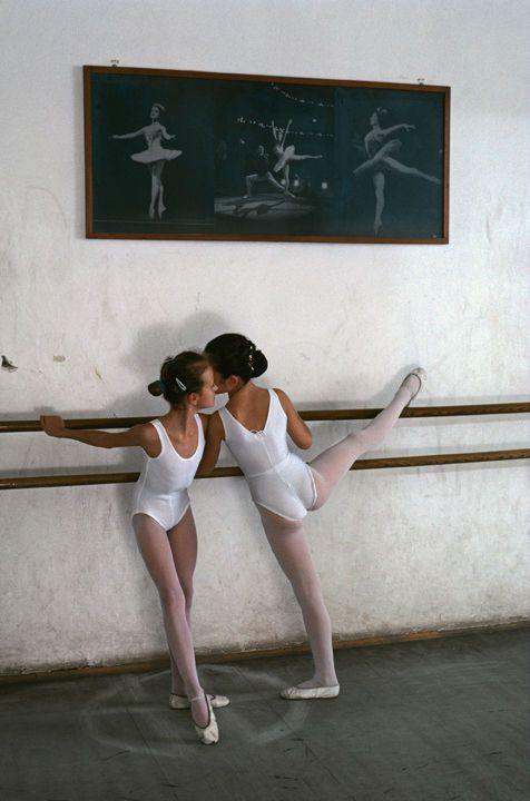 Steve Mccurry Ballet Dancers Zagreb Croatia In 2020 Steve Mccurry Ballet Dancers Dance Photography