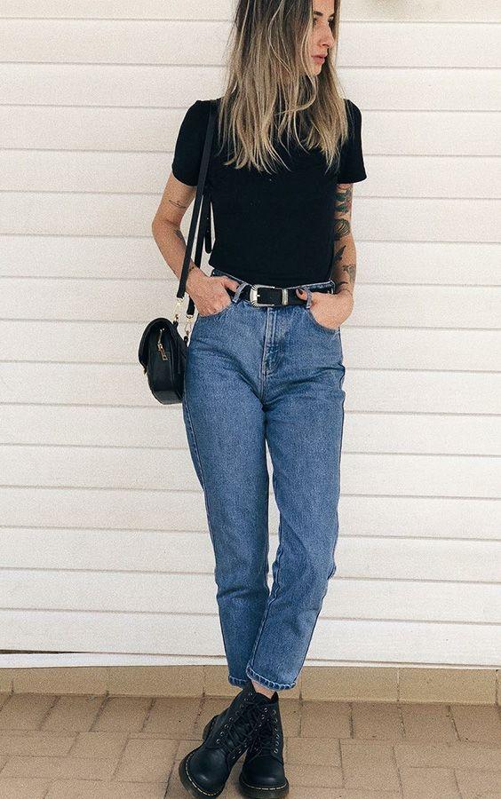 10 looks basiquinhos para testar já. T-shirt preta, mom jeans, coturno preto,