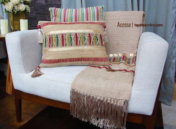 Almofadas e mantas produzidas artesanalmente. Exclusividade e sofisticação para seu ambiente ganhar muito estilo ;)  Veja mais almofadas aqui: http://www.tapetesonline.com/almofadas