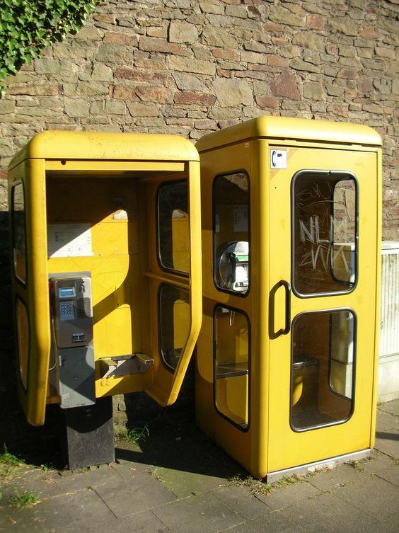 Gelbe Telefonzellen