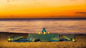 romantic picnic on the beach at sunset~ Date night activites