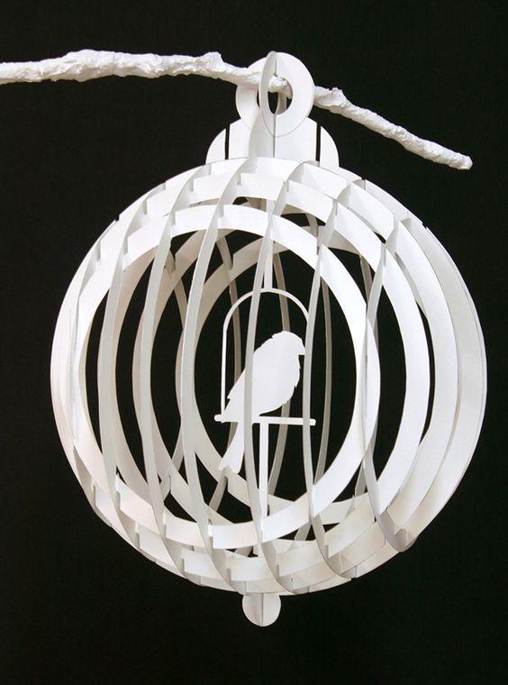 """Складные бумажные птичьи клетки, построенные из sliceforms.  Вырезать и собран вручную.  Вдохновленный бумажных творений Масахиро Chatani 2011 Различные размеры, до 12 """"Уникальный набор:"""