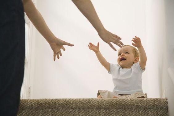 Warum zu frühes Hinsetzen deinem Kind schadet