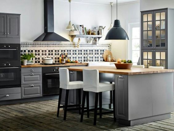 Gray kitchen csbinets
