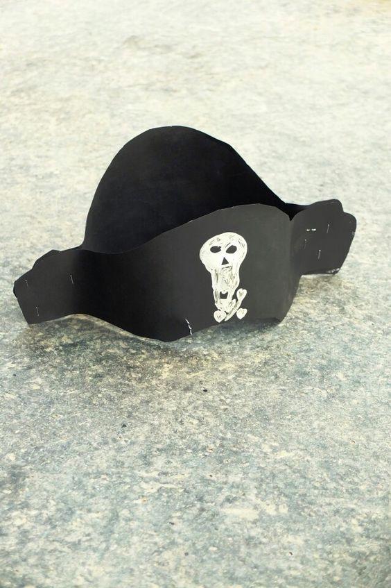 Paris 2 - rue Réaumur - lost pirate hat