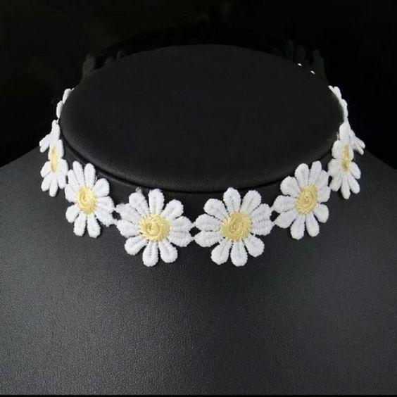 Daisy Choker Daisy chain choker from dollskill UNIF Jewelry Necklaces