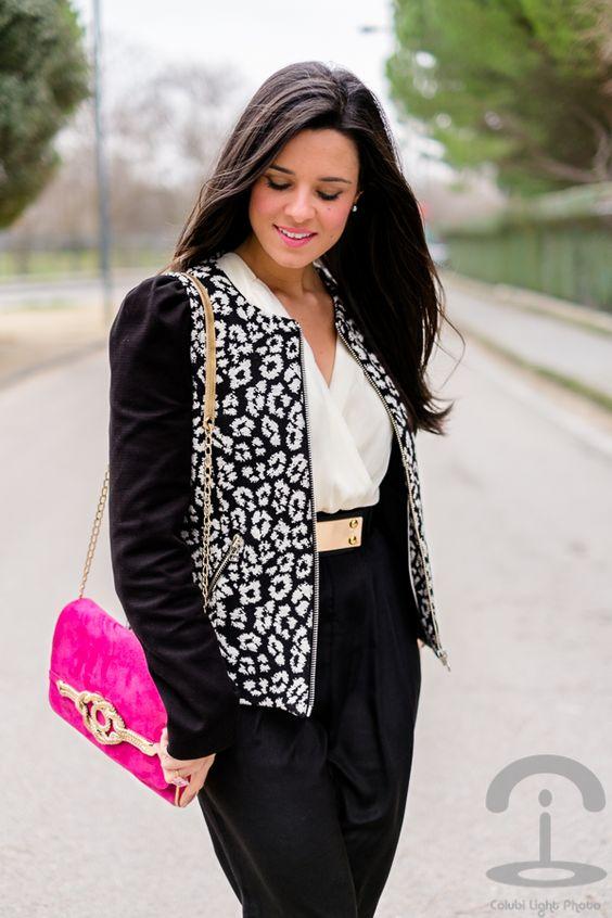 Chaqueta leopardo blanco y negro Crimenes de la Moda - Mono AX Paris Jumpsuit - bolso Menbur bag - zapatos de tacón By Mare Shoes - chaqueta leopardo Mango leopard jacket
