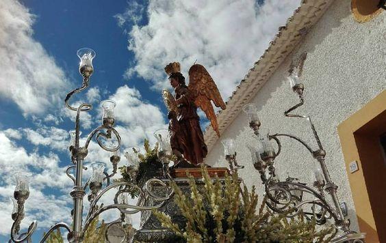 San Rafael, patrono de Hellín saliendo de su ermita