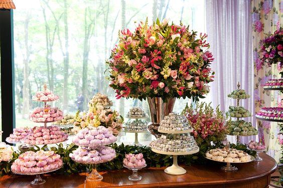 O rosa e o lilás também foram cores usadas nas forminhas dos doces - por Antônio W. Neves da Rocha