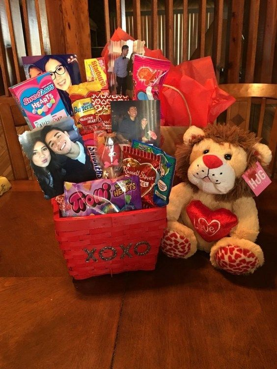 Romantic Diy Valentines Day Gifts For Your Boyfriend Or Girlfriend 10 Vanchitecture In 2020 With Images Valentine Gift Baskets Diy Gifts For Him Cute Valentines Day Gifts