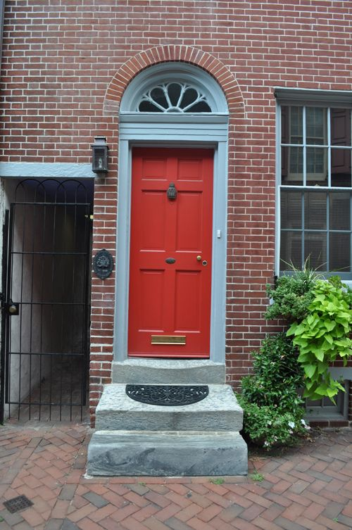 In feng shui a red front door means welcome - What does a red front door mean ...