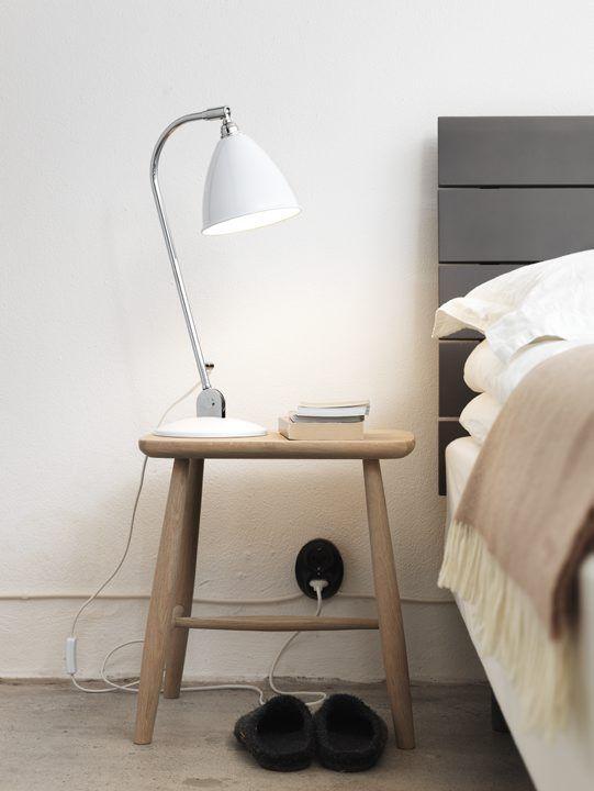 Sänggavel trä finns i björk eller ek ochär mjukt avrundad och lutad för att ge skönt stöd för