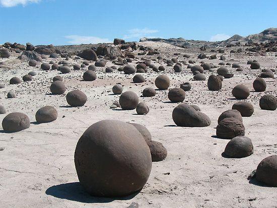 """Valle de la Luna, y """"""""la cancha de bochas"""""""" en San Juan , Argentina"""