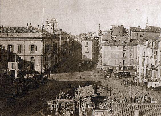 Puerta del Sol (Madrid, 1857)    Instantánea de la Puerta del Sol de Madrid tomada en 1857.