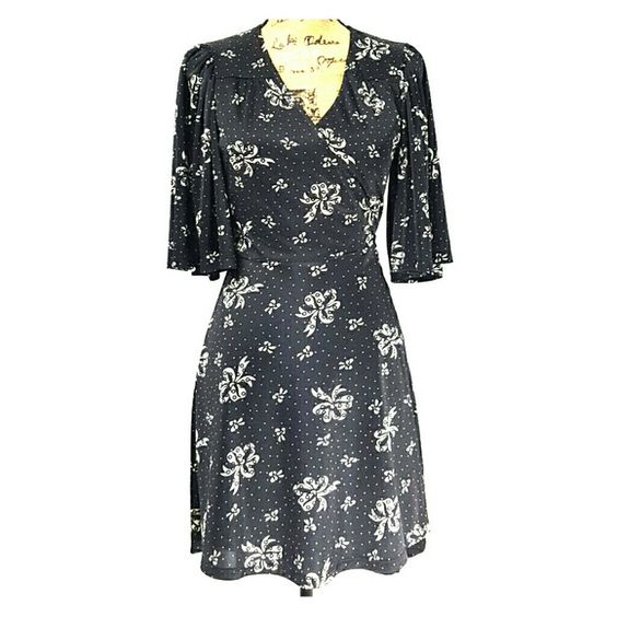"""Betsey Johnson Kimono Style Wrap Dress #Betseyjohnson #kimonostyle #kimonodress #wrapdress #dress #bowpattern. This dress is adorable.  Nothing wrong with it.  You can wrap the attached belt once or twice pending on type of bow you want. Bottom hem comes just above the knee (I'm 5'-4"""") Betsey Johnson Dresses"""