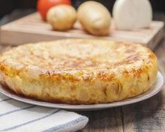 Tortillas aux pommes de terre, haricots verts et thon : http://www.cuisineaz.com/recettes/tortillas-aux-pommes-de-terre-haricots-verts-et-thon-77740.aspx