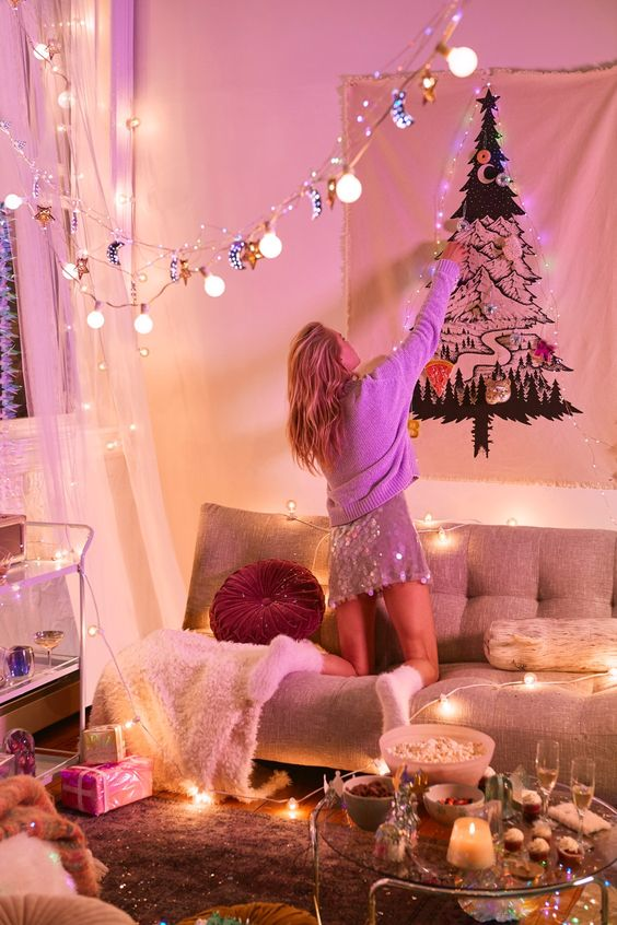 Here are some of the best DIY holiday room decor ideas for your dorm!
