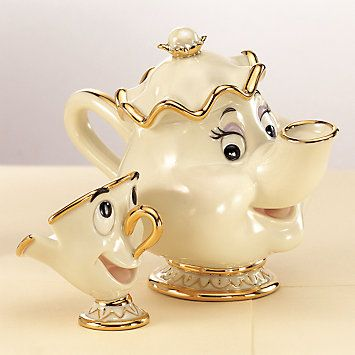 oh my gosh, i want this. most magical tea set ever<3