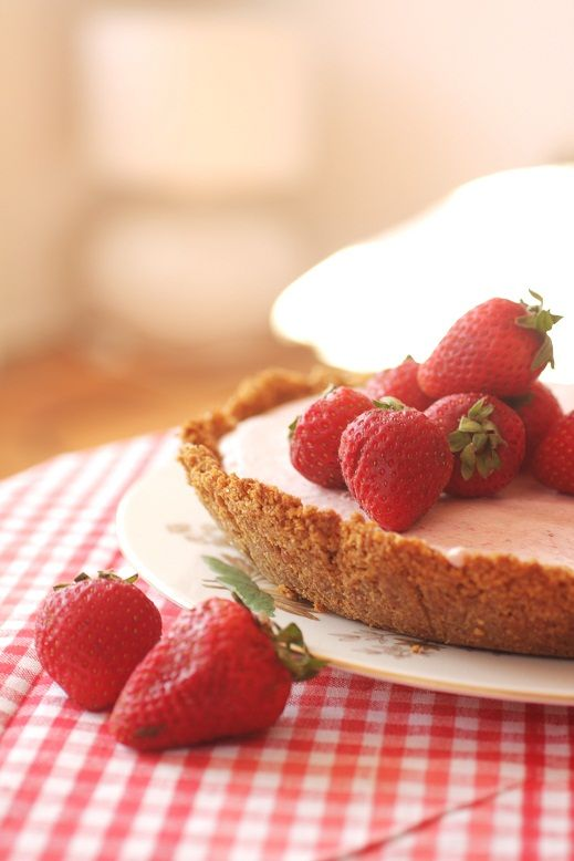 frozen strawberry margarita pie | ~LuCiOuS fRuiT dEsSeRtS~ | Pinterest ...