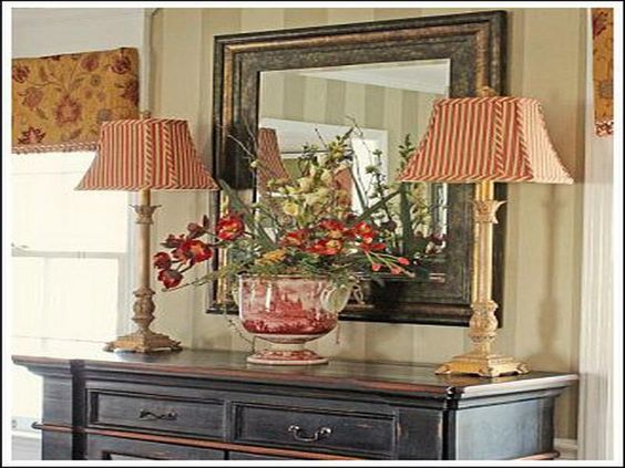 Decorating a dining room sideboard dining room buffet for Decorating ideas for dining room buffet