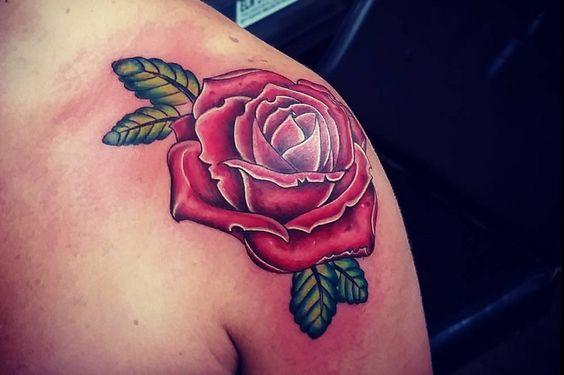 Tatuajes de rosas en el hombro - http://www.tatuantes.com/tatuajes-rosas-hombro/ #tattoo