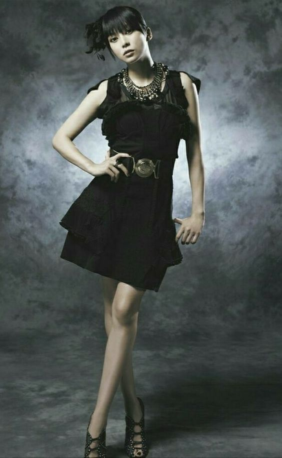 黒ドレスの柴咲コウ