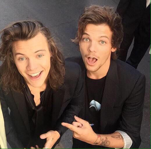 After a long time..louis and harry together!! The friendship is back!!and it's not a romance they are just good frndz!!