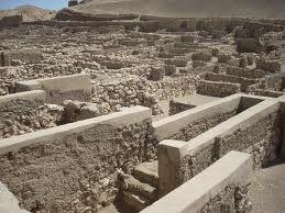 Reconstrucción de una de las casas (del escriba Sennedjem) del poblado de Deir el Medina.