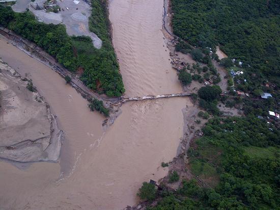 Al menos 58 personas están desaparecidas en una comunidad del estado mexicano de Guerrero que sufrió un severo alud, sin que se haya confirmado que estén bajo el lodo. (Foto: Efe)