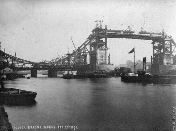 Creation of Tower Bridge, London - 1892