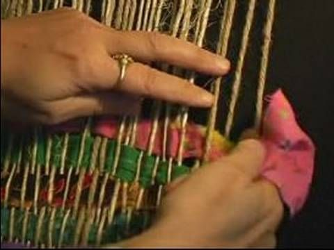 How to Weave on a Frame Loom : How to Make a Rug Pattern on a Frame Loom - YouTube