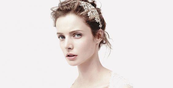Zartes Braut-Make up mit Lippen in hellem Altrosa und wenig Mascara