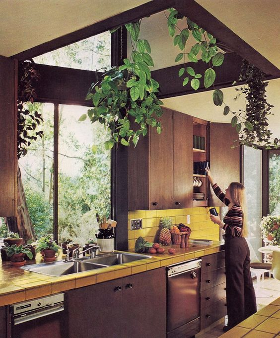 Architects: Churchill-Zlatanuch Associates. PLANNING & REMODELING KITCHENS | Sunset Books ©1979