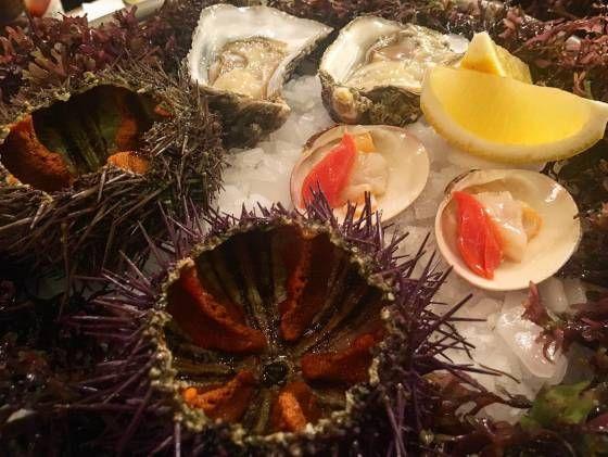 El mar ofrece mucho más que gambas y almejas  animalillos menos populares como las conchas finas o las galeras son más baratos e igual de suculentos si sabes cómo cocinarlos.
