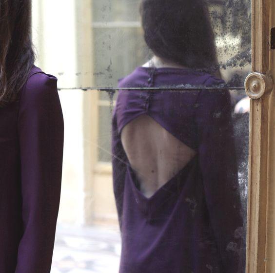 Robe BLANDINE, crepe envers satin violet, prune, dos ouvert dos nu, boutons dans le dos, fluidité manches longues, Styliste modéliste: Agathe Paris http://www.agathe-paris.com/ Photographe: Emmanuelle Sits: http://www.emmanuellesits.com/ Modèle: Anais Launay